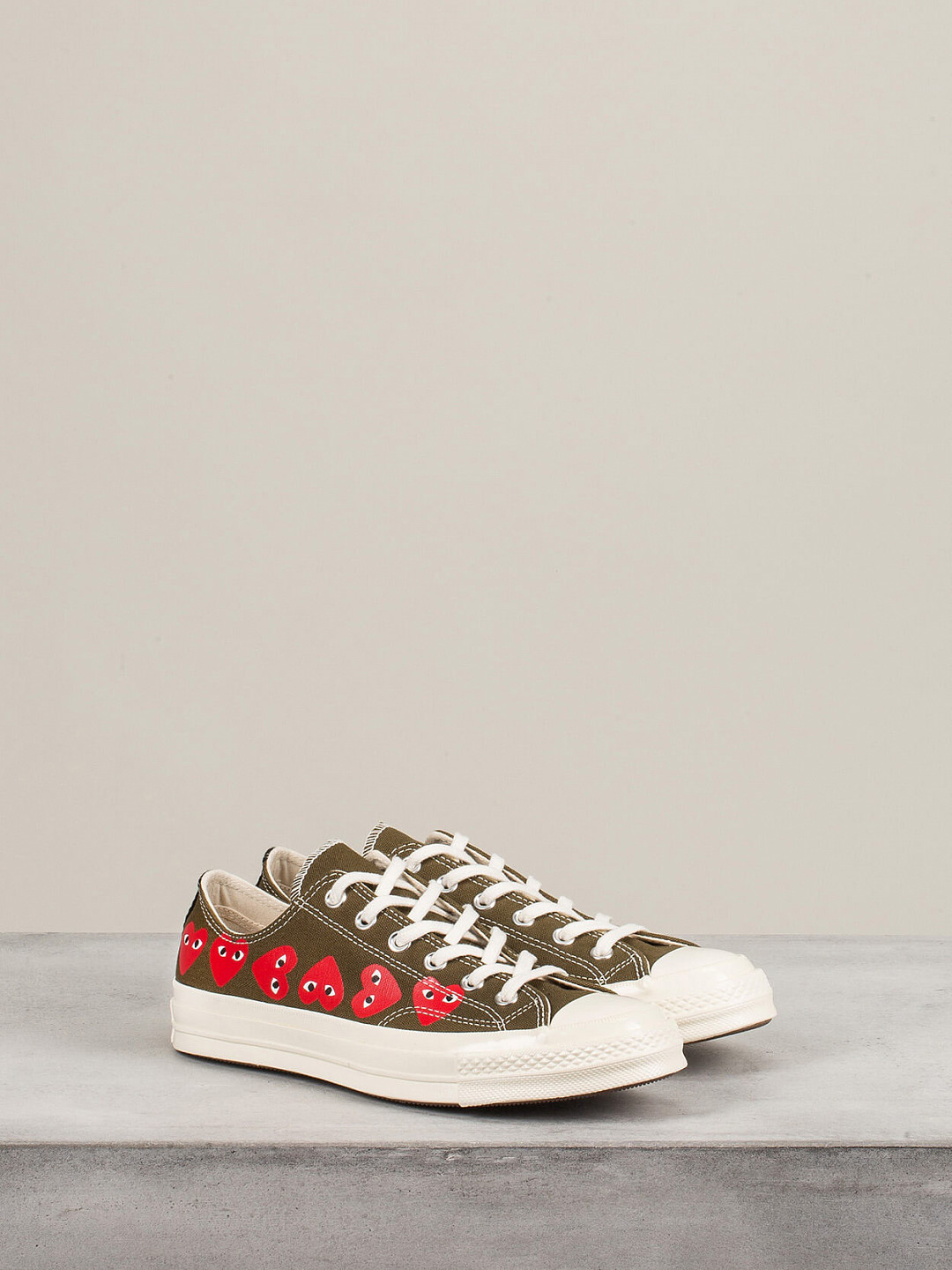Play Converse Low Top Multi Hearts khaki