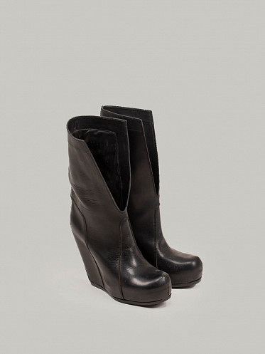 Pull On Slit Boot Wedge