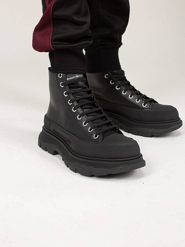 High Top Lace Up Sneaker All black