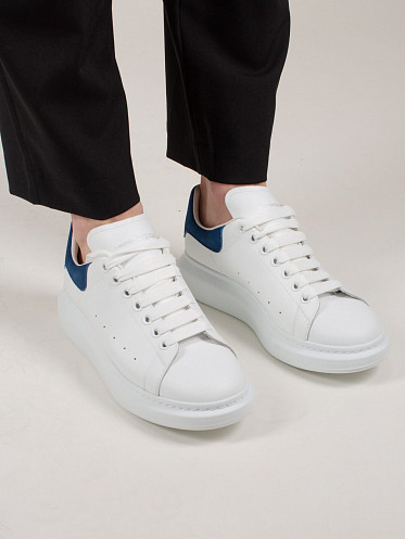Low Top Lace Up Sneaker white blue