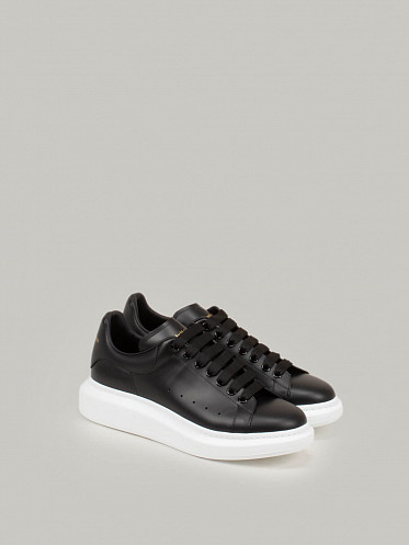 black Low Top Lace Up Sneaker