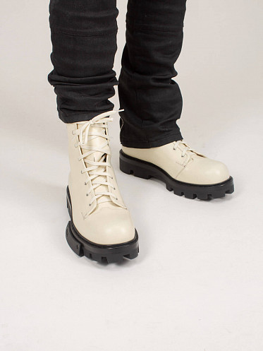 Exit Boot off white