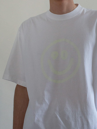 Glow In The Dark Smiley Tee Boxy Fit white