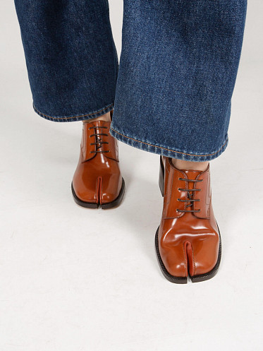 Lace-Up Derby brown
